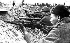 Снайперы Сарбаев и Царев на огневой позиции (в боях за Лиозно, каждый из них уничтожил более 35 фашистов)
